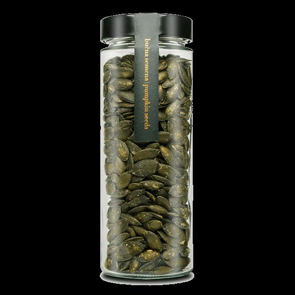 Kocbek bučna semena v kozarcu velika