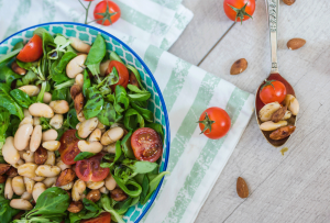 Recipe - Salad with white beans and roasted almonds - Kocbek Oil Mill